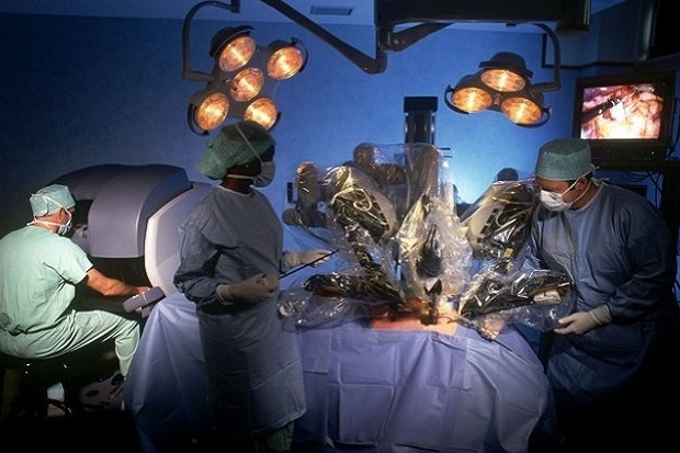 Assistant-robots-to-sergeons-for-surgery